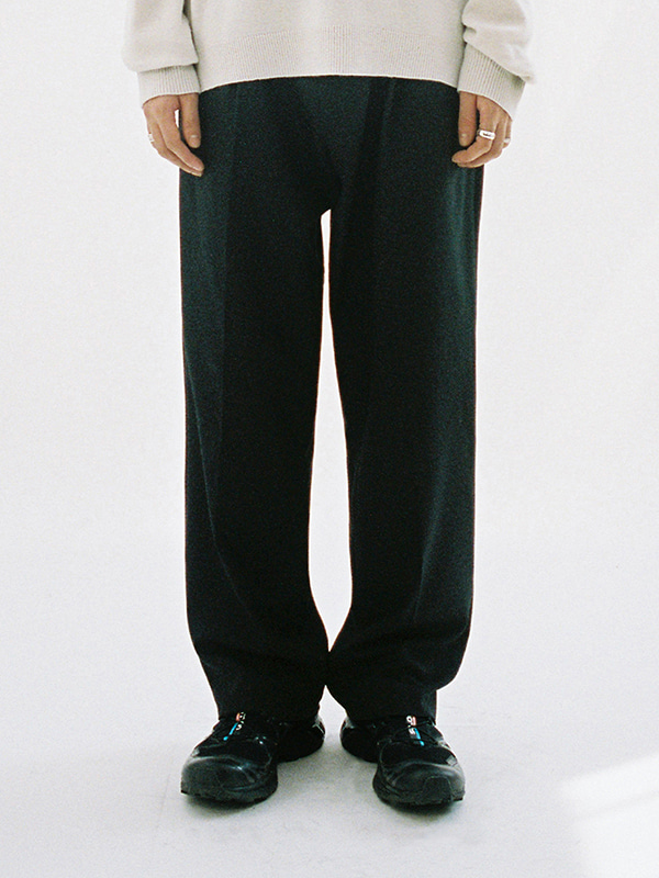 WIDE ONE TUCK SLACKS JA [BLACK]